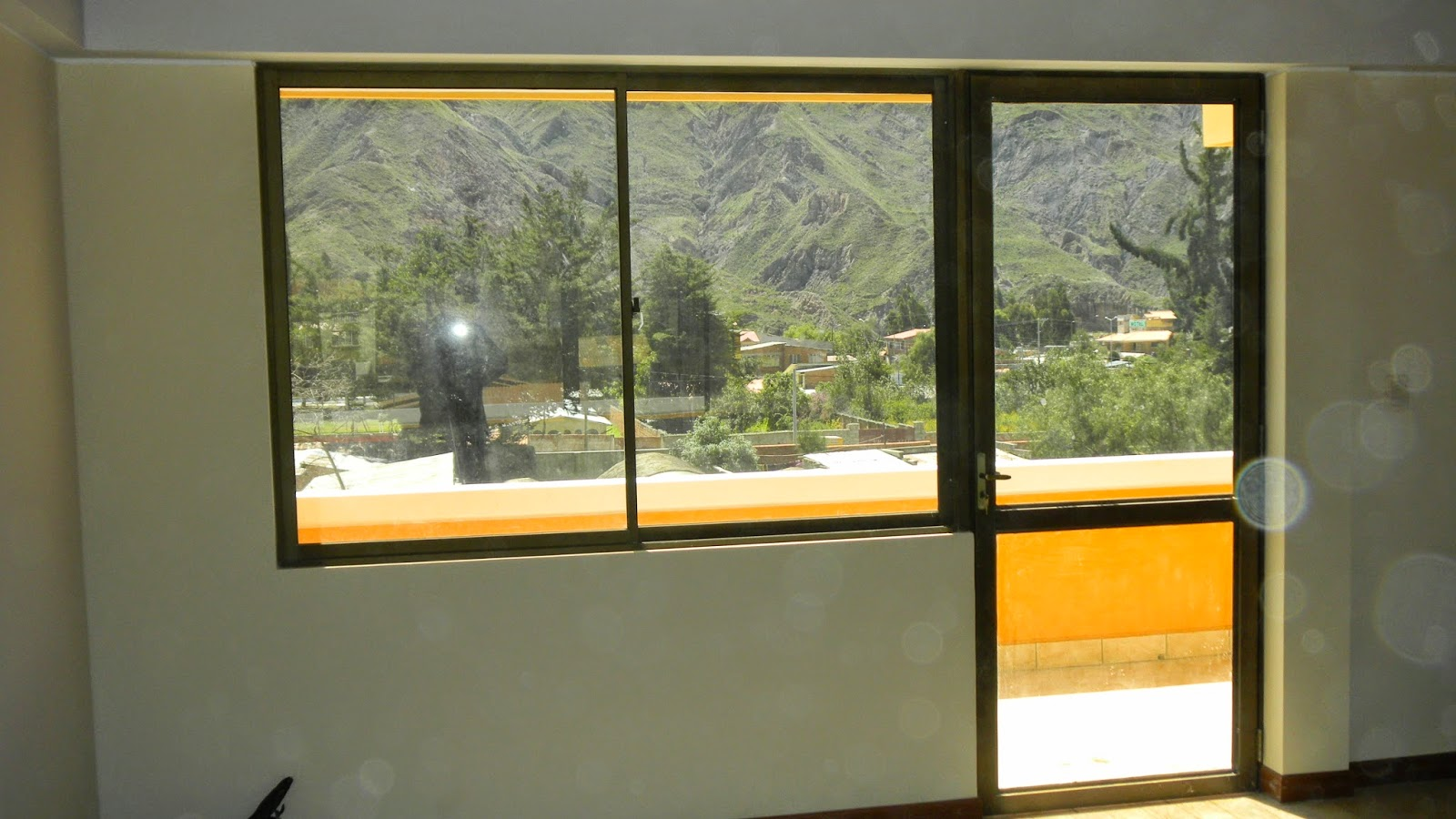 Ventanas y puertas de aluminio ventavid for Puerta corrediza de aluminio