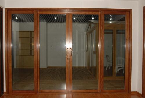 Ventas y puertas de alumnio folio madera ventavid for Puertas para terrazas madera